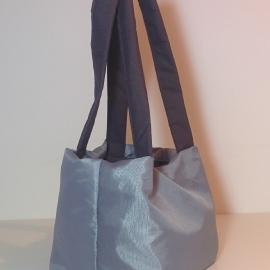 <!--:en-->Campaniola Bags for woman <!--:--><!--:IW--> תיק קוביה קארה קטן דגם 100 <!--:-->